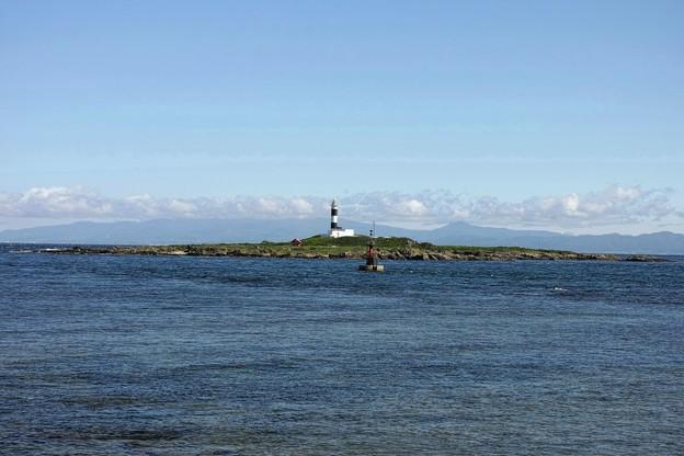 13.弁天島と大間崎灯台と対岸の北海道(DP3メリル)