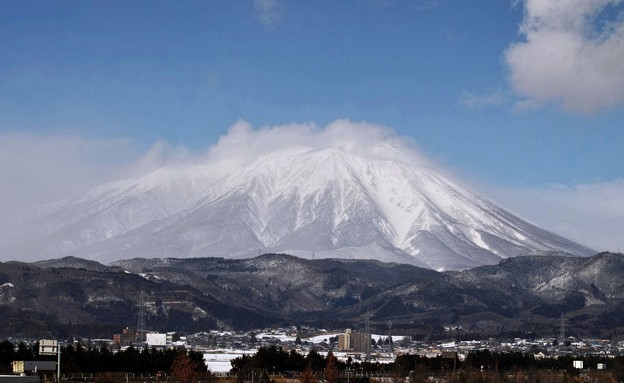 07.イオン盛岡店から見た真冬の岩手山(SD1 Merrill)