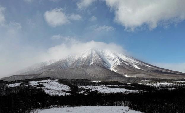 10.岩手山神社付近? から見た真冬の岩手山