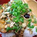 写真: 納豆とだし。おいしいのは当たり前です。