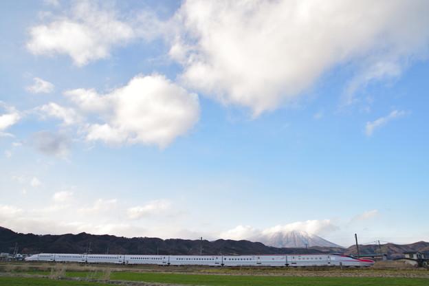 冬の雲 と 秋田新幹線