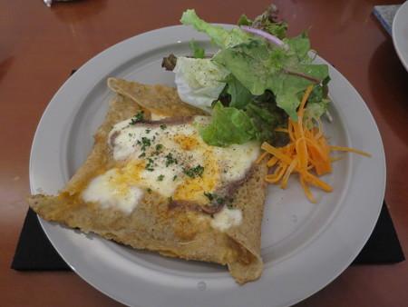 SOIN Cafe アンチョビとトマトとモッツァレラチーズのガレット¥870