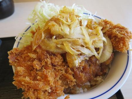 かつや上越店 牛カツ丼(期間限定) アップ