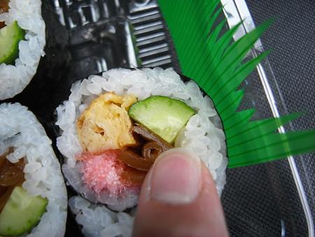 米やのコシヒカリ弁当 太巻 きゅうりアップ