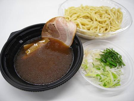 セブンイレブン 3種薬味で食べる!あっさり冷しつけ麺 アップ