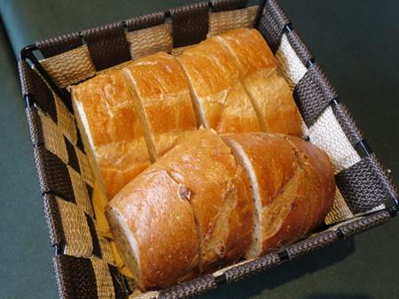ワインサロン エルミタージュ デリ2品+メイン パン
