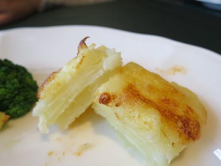 ワインサロン エルミタージュ デリ2品+メイン 鶏もも肉のトマト煮込み 副菜の断面の様子