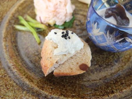 はな禅 2016/05/20花膳(Veganランチ、限定15食) 「自家製パン ハーブのヴィーガンクリーム」