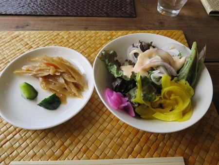 うみねこテラス サラダなど(ランチバイキング食べ放題)