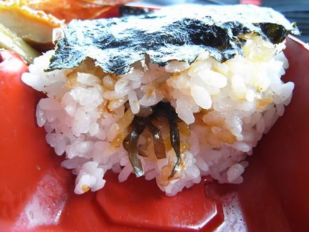 ローソン 直火焼紅鮭弁当 ご飯断面図