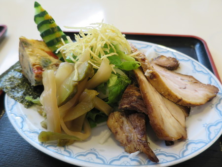 らー麺 天心 天麺(チャーシュー) 具材器アップ