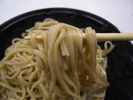 ローソン 麺屋あごすけ監修 冷し塩とんこつつけ麺(海老香味ソース) 麺アップ