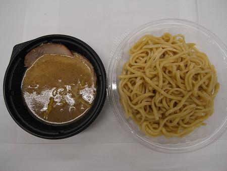 セブンイレブン 中華蕎麦とみ田監修 濃厚豚骨魚介冷しつけ麺