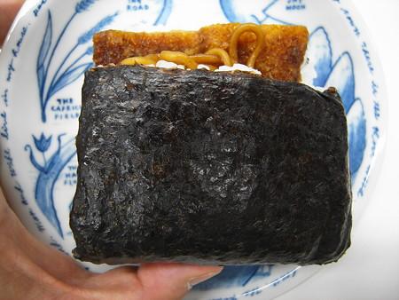 デイリーヤマザキ サンドおむすび ソーセージカツ&焼そば