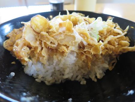 越善 本店 天玉丼(20食限定、ネギ・天かすトッピング) 断面図