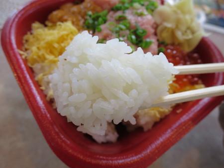 大漁丼家 上越店 どん41:うにトロいくら丼 酢飯アップ