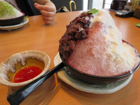 大戸屋 上越大日店 ふんわりクリームのかき氷 いちごのかき氷(期間限定)¥350