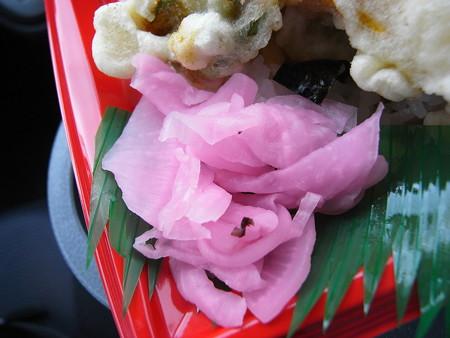 米やのコシヒカリ弁当 えび天重 副菜の様子