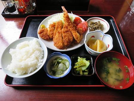 お食事処神明坂 ミックス膳(えび・ホタテ・とんかつ)¥1450