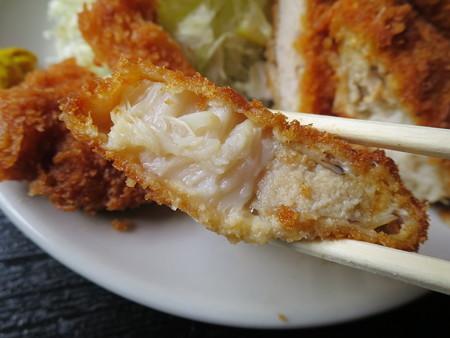 お食事処神明坂 ミックス膳(えび・ホタテ・とんかつ) ホタテフライ断面の様子