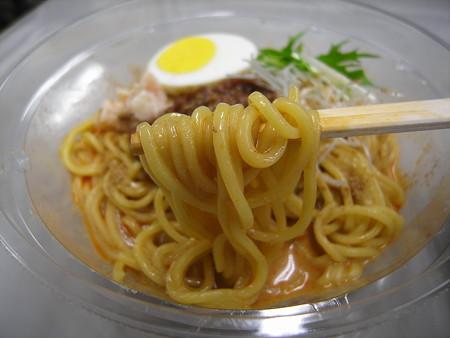 デイリーヤマザキ かつぎや監修 冷し肉味噌担々麺 麺アップ