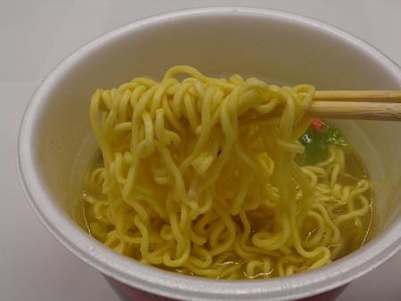 エースコック 廣記商行監修 中華風野菜タンメン 味覇味(セブン&アイ限定) 麺アップ
