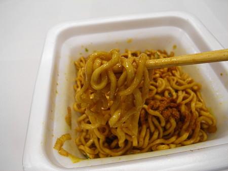 エースコック CoCo壱番屋監修 カレー油そば 麺アップ