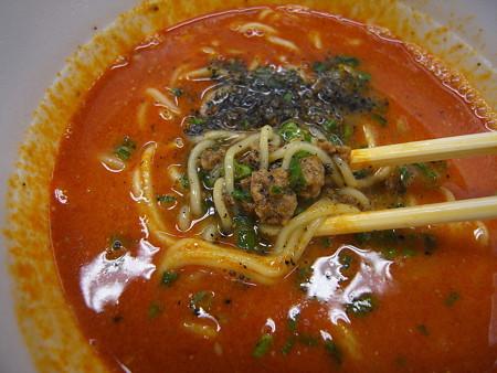 明星 中華三昧PREMIUM 黒胡麻担々麺 具材の様子