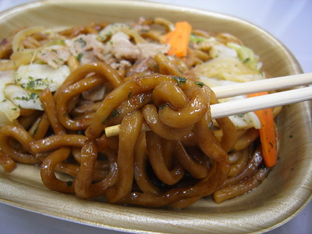 ローソン ヤマサ醤油使用の焼うどん 麺アップ