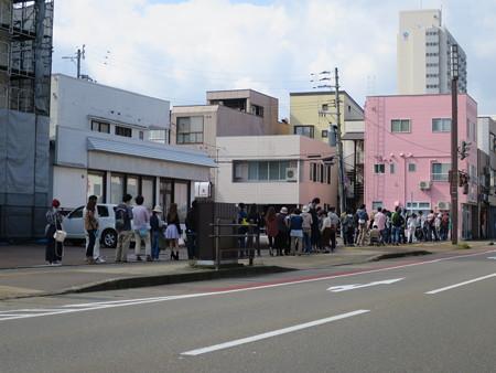 とんかつ大矢 2016/10/20(営業最終日)の開店直前の行列の様子