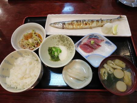 割烹食堂 のざき (新)さんま塩焼定食¥850