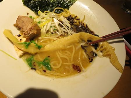 麺屋あした 醤油白湯麺 メンマアップ