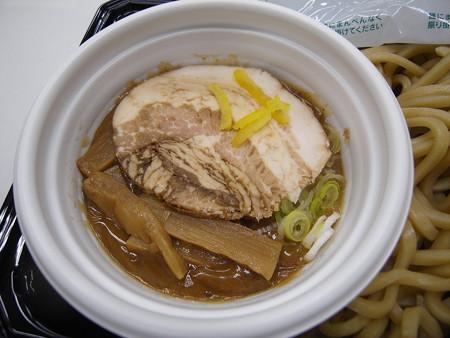 セブンイレブン 中華蕎麦とみ田監修 濃厚豚骨魚介つけ麺 スープアップ(レンジアップ前)