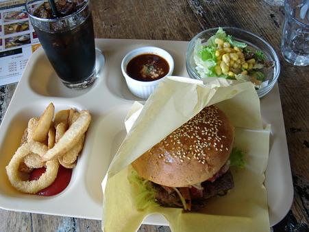 バーズインカフェ ランチコンボハンバーガー