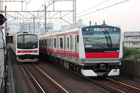 2010.07.10(SAT)JR京葉線205系(左)とE233系5000番台(右) [検見川浜]