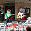 Photos: 門前音楽市でフォーク音楽の演奏
