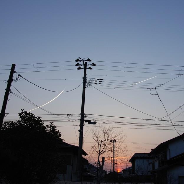 夕空に白線