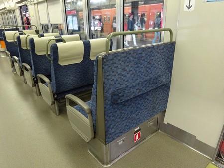 25-固定座席背面