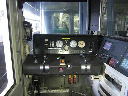 221-運転台