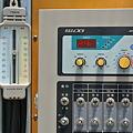 Photos: 最高最低温度計と天窓操作盤