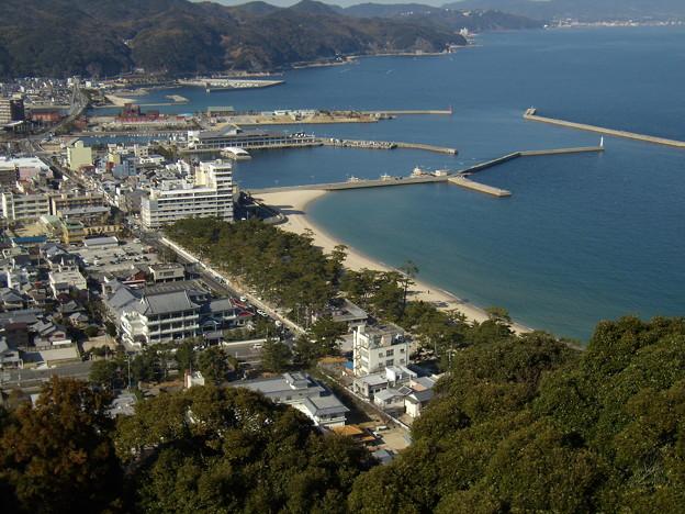 洲本港と大浜海岸