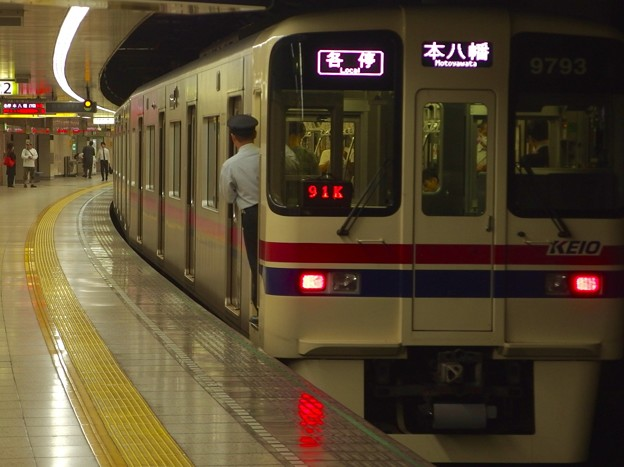 都営新宿線曙橋駅2番線 京王9043各停本八幡行き前方確認