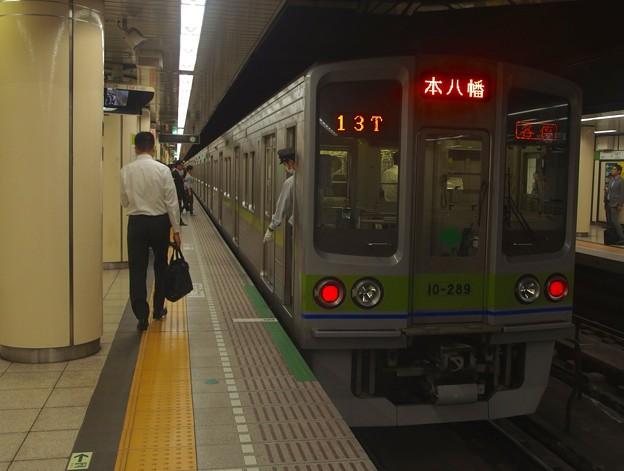 都営新宿線九段下駅6番線 都営10-280F各停本八幡行き停止位置よし