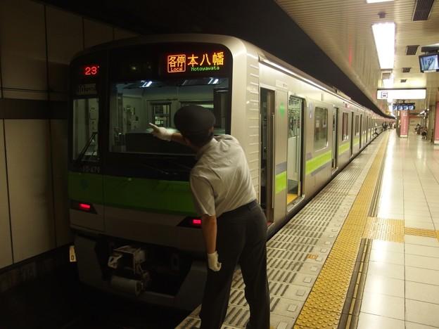 京王新線新宿駅5番線 都営10-470F各停本八幡行き表示確認
