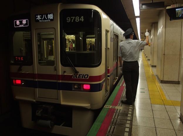 都営新宿線新宿三丁目駅2番線 京王9034各停本八幡行き側面よし