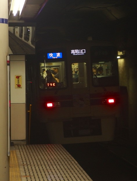 京王新線幡ヶ谷駅1番線 京王9049快速高尾山口行き後方よし