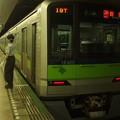 Photos: 都営新宿線市ヶ谷駅1番線 都営10-420F各停新宿行き側面よし