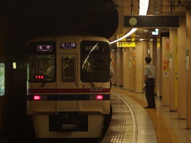 都営新宿線浜町駅2番線 京王9049各停本八幡行き前方確認