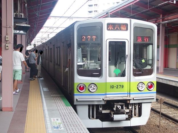 都営新宿線船堀駅2番線 都営10-270F急行本八幡行き停止位置よし