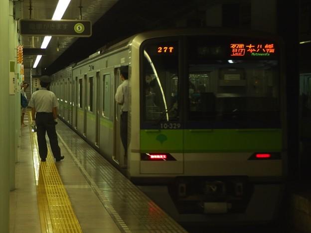 都営新宿線市ヶ谷駅2番線 都営10-320F各停本八幡行き前方確認